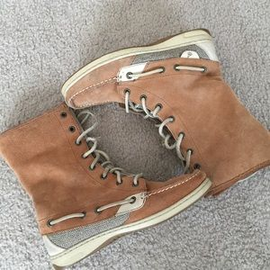 Sperry Top Sider Lace Up Suede Boots Size 6